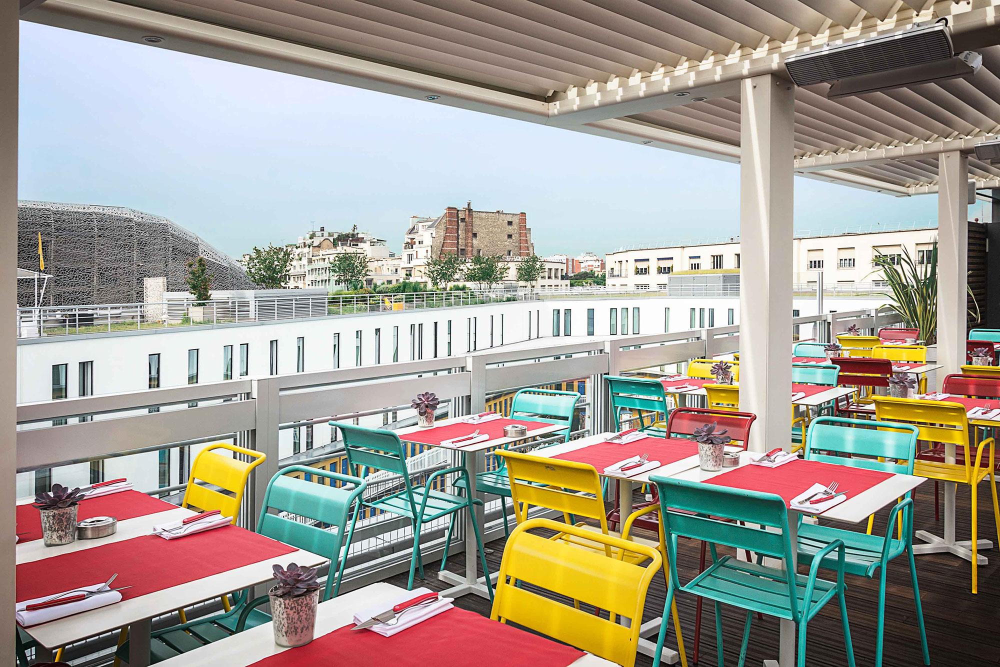 Molitor paris sur les toits for Piscine molitor restaurant